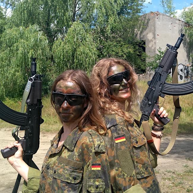 obóz militarny dla dziewczyn